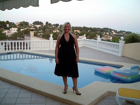 Sarah na dovolené v době, kdy oblékala velikost 48.