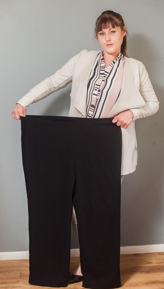 Po roce snažení by se v původním oblečení ztratila.