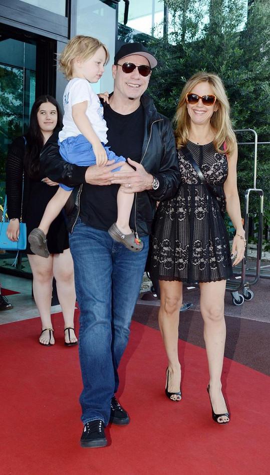 John Travolta a Kelly Preston se synem Benjaminem na archivním snímku