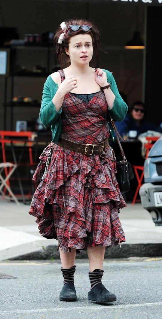 Helena Bonham Carter si na vkusné oblékaní příliš nepotrpí.