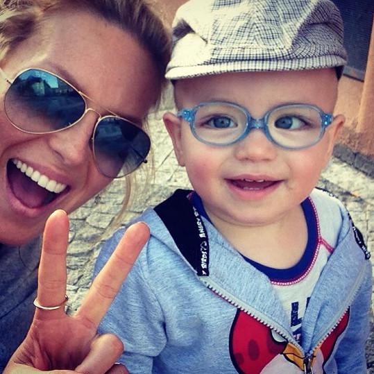 Simona Krainová a její malý fešák