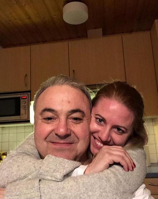 Herec je několik měsíců zamilovaný do psycholožky Kateřiny.