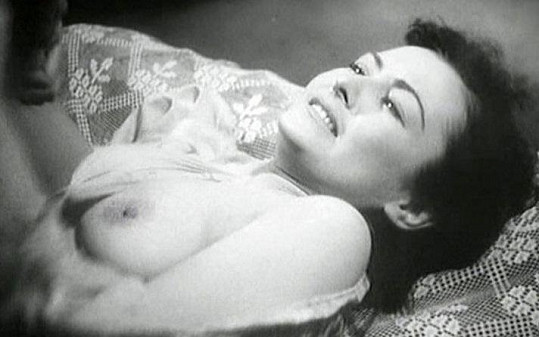 Hana Vítová ukázala ňadra ve filmu Noční motýl.