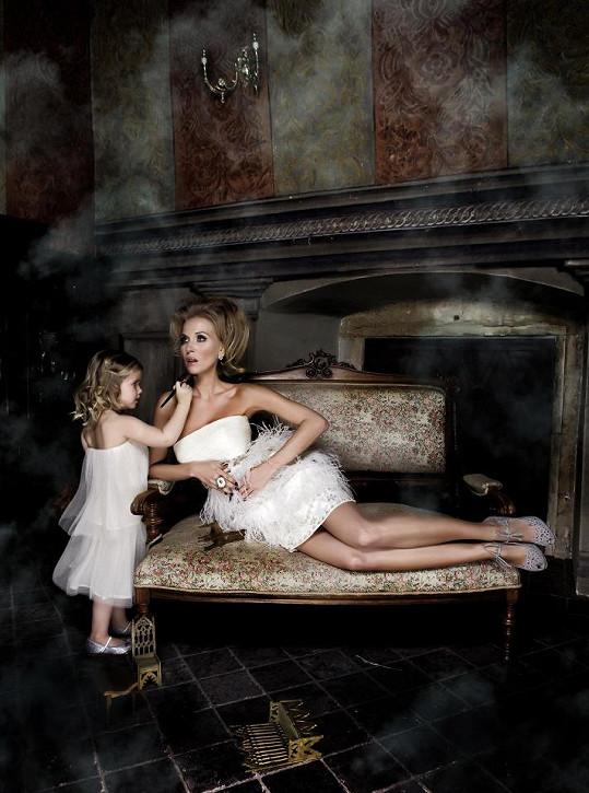 Míša Ochotská fotila pro módní magazín s malou holčičkou.