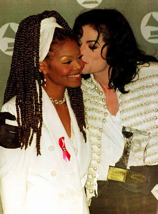 S bratrem Michaelem v roce 1993 na cenách Grammy