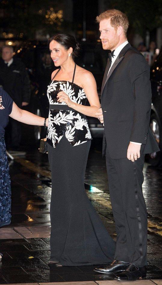 Meghan s Harrym vyrazili na charitativní představení do divadla.