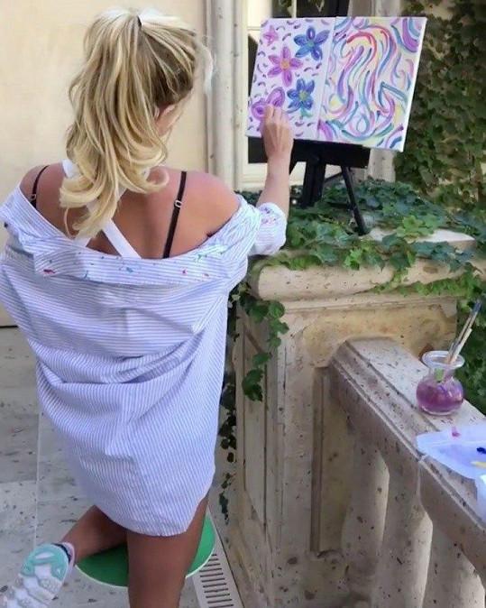 Svůj výtvor předvedla fanouškům na sociální síti.