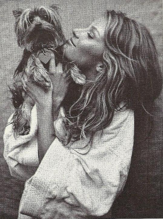 Gisele Bündchen se svým psím miláčkem.