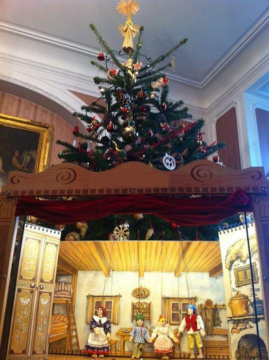 Toto loutkové divadlo dostaly dcery Karla Gotta k Vánocům.