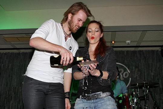 Kmotrem desky se stal zpěvák Jakub Dřímal.