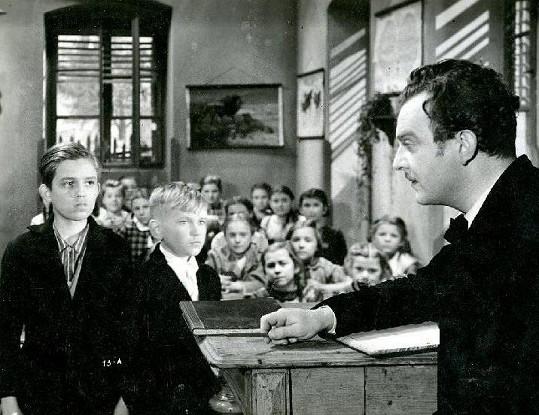 V jednom ze svých nejslavnějších filmů To byl český muzikant (1940) hrál Korbelář Františka Kmocha. V jedné z dětských rolí se tu objevil malý Antonín Jedlička (vlevo).
