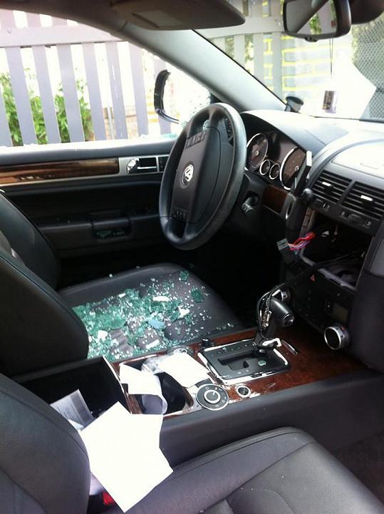 Takhle dopadlo Evino auto.