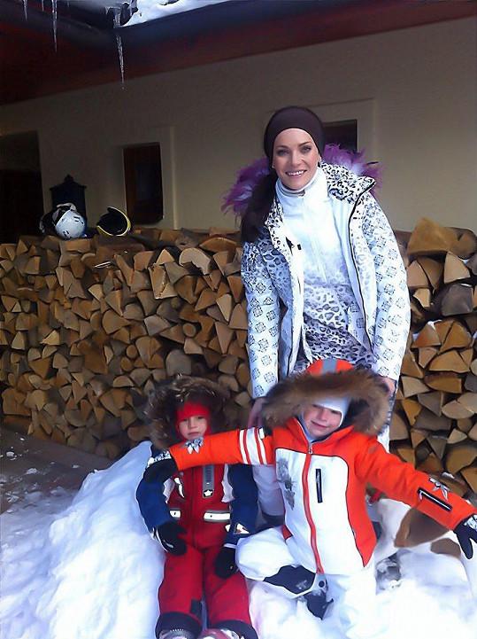 Andrea Verešová řádila s dětmi na horách.