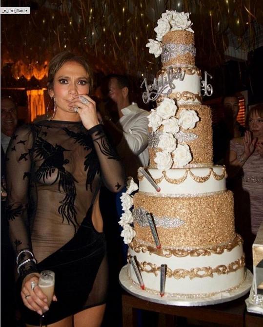 Od partnera dostala obrovský dort.