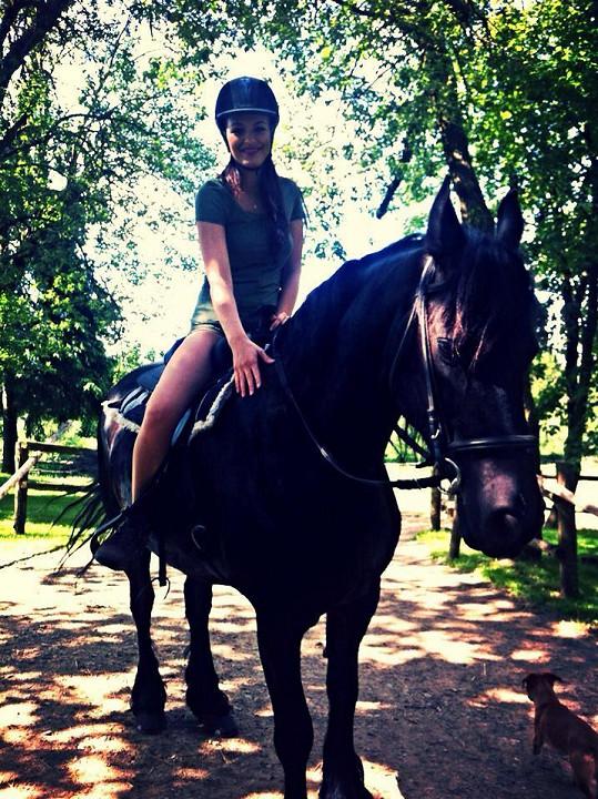 I Jitka si zajezdila na koni.