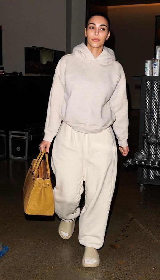 Kim Kardashian vyrazila do ulic bez make-upu.
