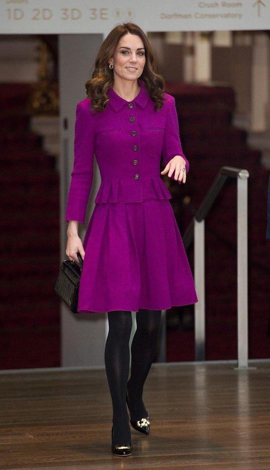 Kate na návštěvě kostýmového oddělení londýnské královské opery