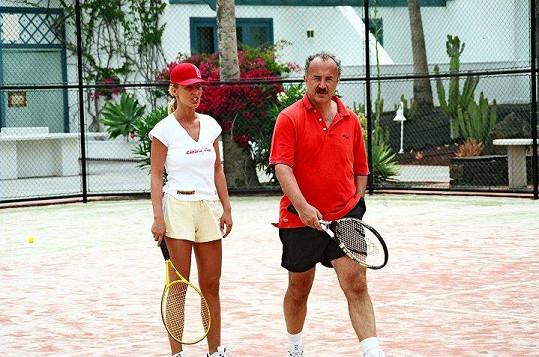 Mirek Jansa se Zuzou Belohorcovou hrál tenis na Kanárských ostrovech.