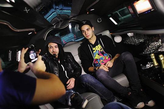 Pepa Bolan a Mates Vorda se projeli v limuzíně.