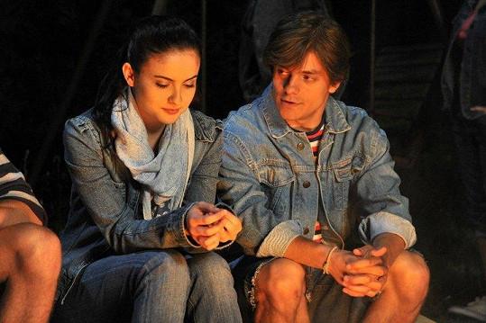 Při natáčení mezi herci přeskočila jiskra a dali se dohromady i v reálu.