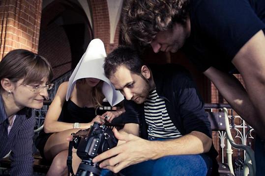 Tvůrčí tým s modelkou Zuzanou Stráskou.