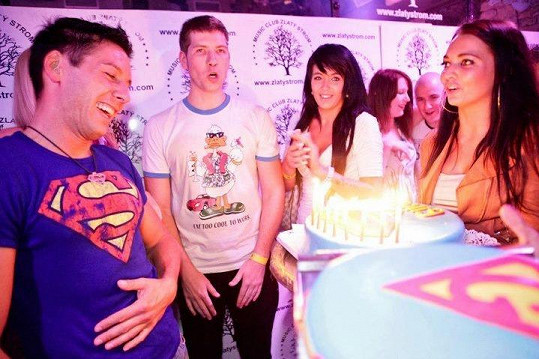 Viktor Valenta dostal hned dva supermanovské dorty.