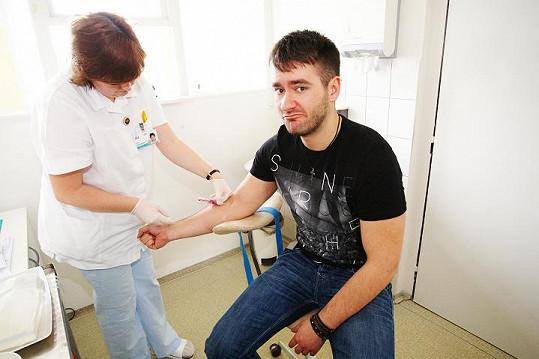 Nakonec ale kvůli oslabené imunitě krev nedaroval, ale aspoň pomohl dobré věci.
