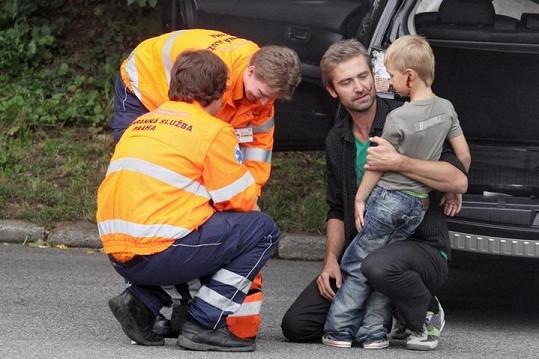 Zraněného chlapce se ujali odborníci.