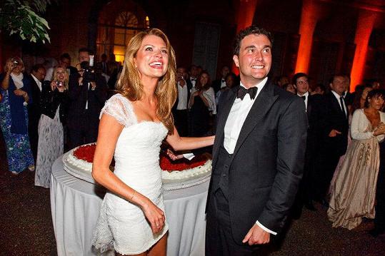 Svatební šaty jí návrhářka přímo na svatbě po obřadu ustřihla a Gabriela mohla vyrazit na afterpárty.