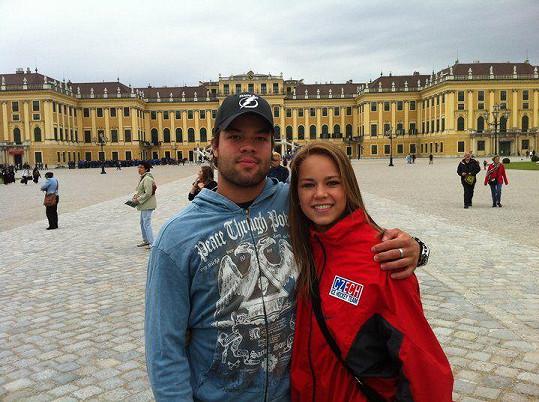 Karolína s bratrem, hokejistou Radko Gudasem