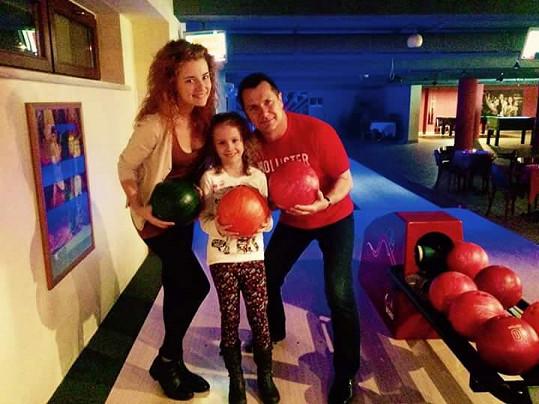 Na bowlingu s partnerem a sestrou Nelinkou