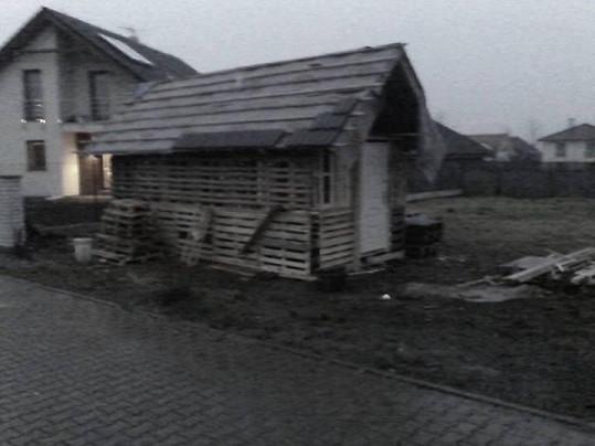Před časem ještě domek vypadal jako chatrč baby jagy z Mrazíka.