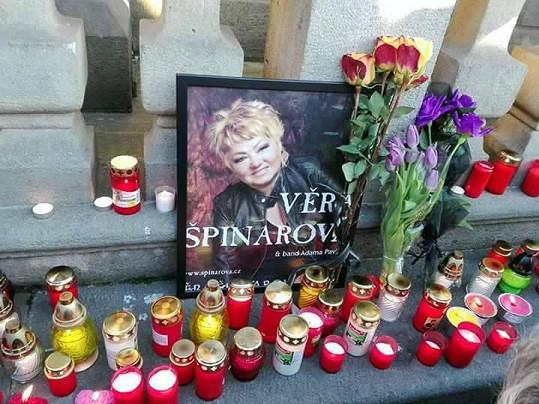 Věra Špinarová zemřela náhle vě věku 65 let.
