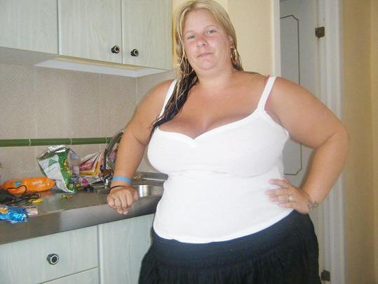 Katie Williams předtím, než začala shazovat, aby byla hezká nevěsta.