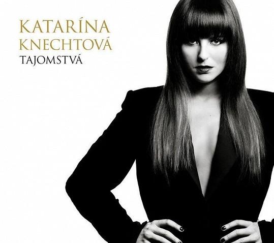 Katarína na obalu svého nového alba.