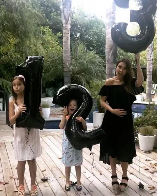 Takhle Jessica Alba oznámila další těhotenství.