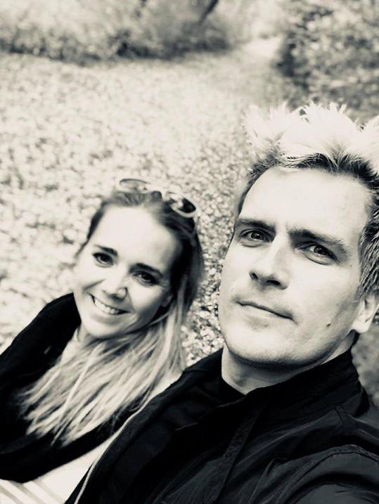 Lucie Vondráčková a Julian Záhorovský natáčí klip.
