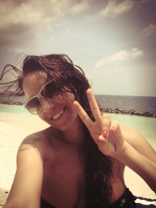 Agáta si dovolenou na Maledivách užívá plnými doušky.