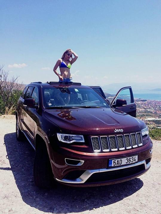 V Jeepu se jim cestovalo báječně.