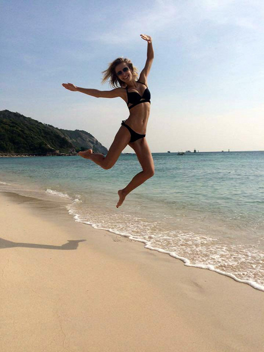 Tereza Jelínková skotačila na thajské pláži.