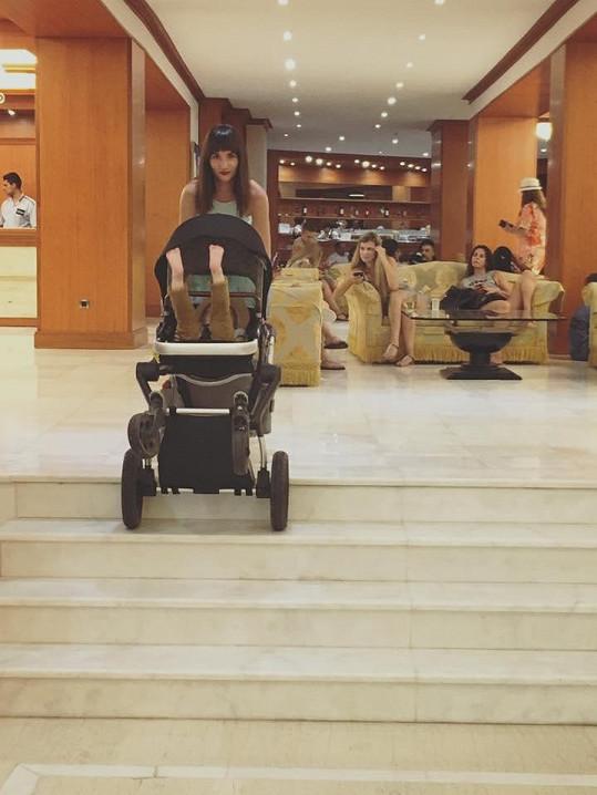 V hotelu mají schody.