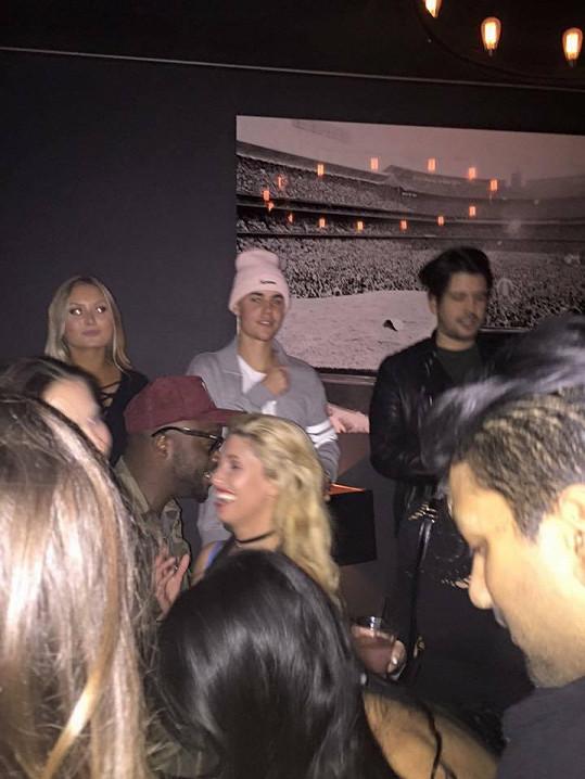 Kobzanová v losangeleském klubu potkala Justina Biebera.