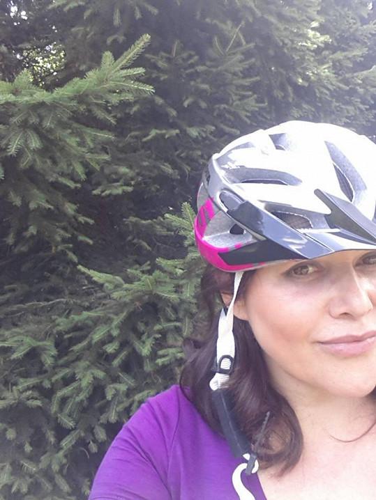 Ilona Csáková se dala na cyklistiku.