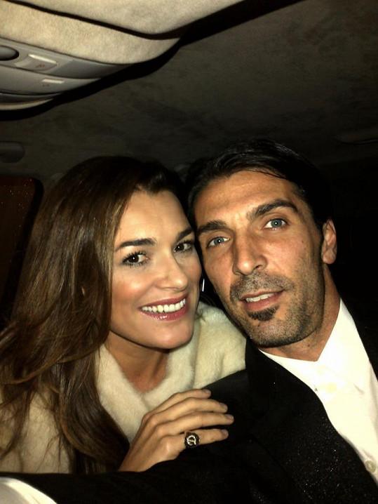 Alena Šeredová s manželem, slavným fotbalovým brankářem Gigi Buffonem. Budou hrát jejich synové i fotbal?