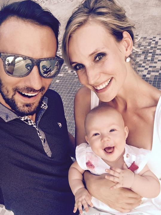 Bára si užívá dovolenou s manželem a dcerou v Dubaji.