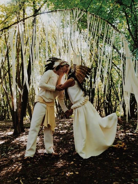 Tomáš Klus a Tamara Kubová na netradiční svatební fotce