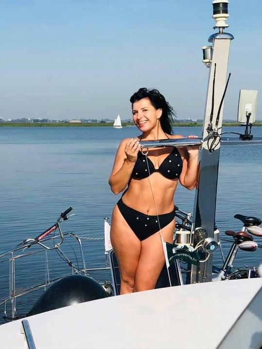 Operní pěvkyně se také nechala zvěčnit v plavkách.