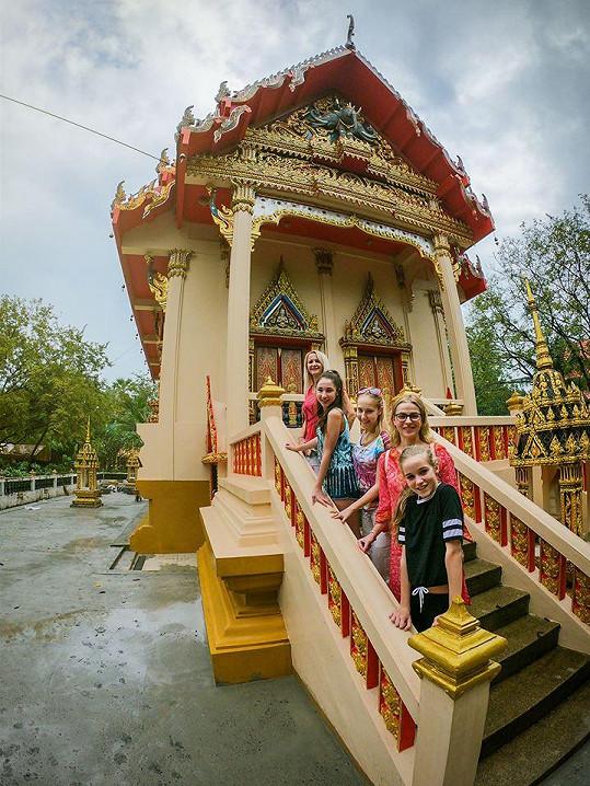 Do Thajska vyrazily holky Grossovy i s Lucií Zedníčkovou a její dcerou Amélií.