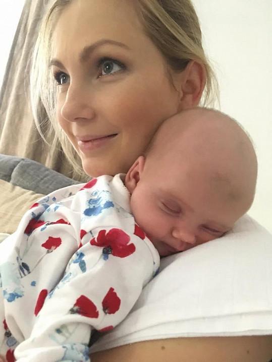 Sandra Parmová si mateřství užívá.