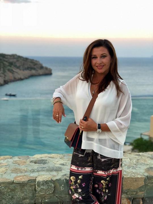 Na Krétě herečka odpočívá na krásném místě.
